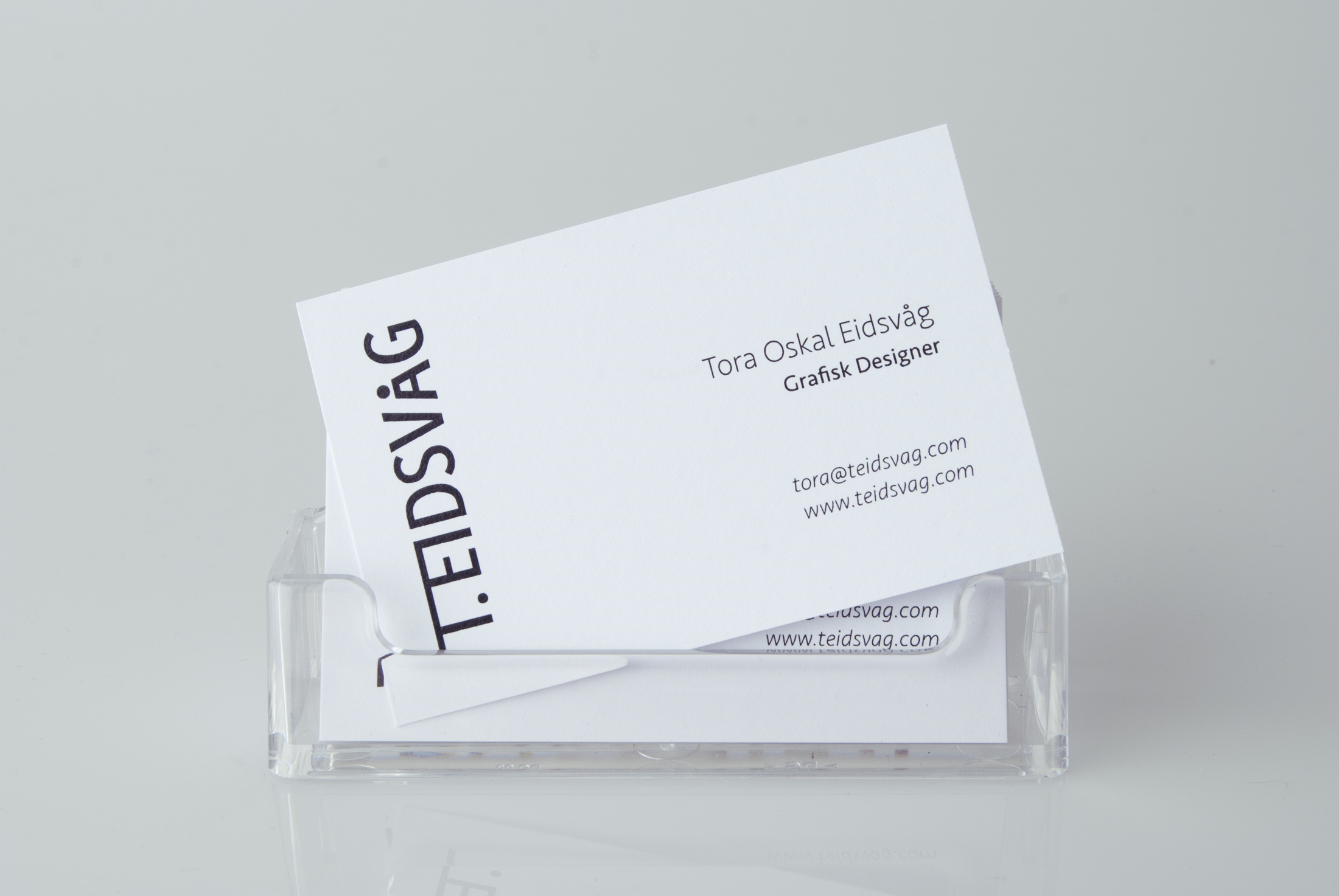tora-oskal-eidsvaag-business-card-holder